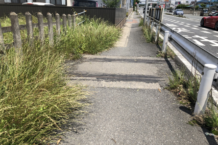 16号線歩道にある廃線跡